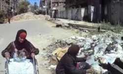 أسر بمخيم اليرموك تتغذى من القمامة